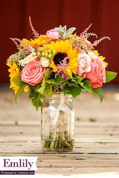 Brilliant Sunflower Wedding Bouquets For Happy Wedding ❤ See more: http://www.weddingforward.com/sunflower-wedding-bouquets/ #weddings