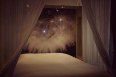 Une belle et douce nuit au coeur de la belle ville de Lyon. C'est possible. C'est ici... Retrouvez-nous et réservez sur : http://mihotel.fr/suites/dandelion