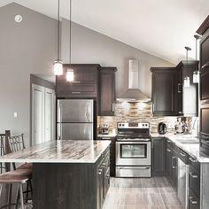 popular kitchen color scheme ideas for dark cabinets 00032 ~ Gorgeous House Shaker Kitchen Cabinets, Kitchen Cabinet Remodel, Condo Kitchen, Kitchen Dinning, Kitchen Decor, Kitchen Layout, Popular Kitchen Colors, 1970s Kitchen Remodel, Kitchen Colour Schemes