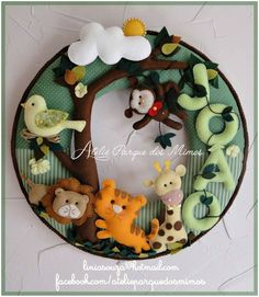 artesa que faz lindissimos trabalhos Baby Crafts, Crafts To Do, Felt Crafts, Baby Mobile Felt, Felt Baby, Felt Wreath, Felt Garland, Baby Decor, Nursery Decor