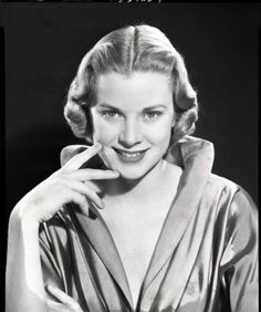 Grace as model in late and early Monaco, Classical Hollywood Cinema, Art Photography Portrait, Princess Grace Kelly, Female Stars, High Society, Golden Age Of Hollywood, Vintage Girls, Hollywood Actresses