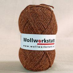 Strickwolle aus 100% Schafschurwolle, für Nadelstärke 3-4, Lauflänge ca. 170 m, 100 g   Zur Herstellung unserer Strickwolle werden je zur Hälfte Österreichische und Portugiesische Wollen verwendet. Perfekt zum stricken von einem...