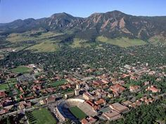 How do you NOT love Boulder, CO? 338 days of sunshine a year, nestled in the mountains...amazing. <3 it here.