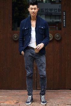 ソウル Cheongdam-dong, SEOUL. Kim Bo Heon, model. Golden Goose shoes, jacket from Milan. 【スライドショー】アジアの街角ファッションスナップ―バンコク、東京など - WSJ.com