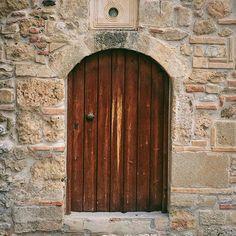 The stunning details on the church of Agio Apostoli in Kalamata.  #peloponnese #messinia #instatravel #handofgreece #iphone #greecetagram #wanderlust #greekhistory #greekchurch #vsco #igers_greece #greekhistory #instagreece #kalamata #photooftheday #iphone #beautifulgreece #greekchurch #orthodox #wu_greece#kalamata21