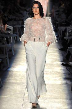 Chanel Novia distinta busca traje original