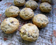 Levain Bakery Chocolate Chip Cookie CopyCat
