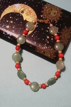 coral-and-green-aventurine-bracelet #bracelets #red #green #gold #aventurine #coral #beads