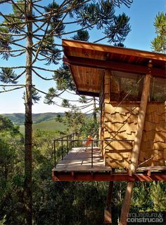 Chalés de madeira foram construídos com técnicas de arvorismo - Casa