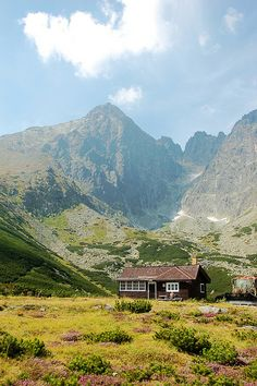 allthingseurope: High Tatras, Slovakia (by Wilson Lu) Bratislava, Beautiful World, Beautiful Places, Amazing Places, Beautiful Scenery, Les Charts, Places To Travel, Places To See, Travel Around The World