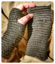 "Steg för steg: ""Virkad nålbindning"" – hannashobby.se Crochet Stitches, Knit Crochet, Crochet Accessories, Knitting Yarn, Fingerless Gloves, Arm Warmers, Sewing, Handmade, How To Wear"