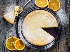 Mandelmelkake med appelsin, ricotta og hvit sjokolade | Oppskrift | Meny.no Almond Recipes, Gluten Free Recipes, Retro Recipes, Ethnic Recipes, Almond Flour Cakes, Ricotta Cake, Blueberry Cake, Creme Brulee, Cottage Cheese