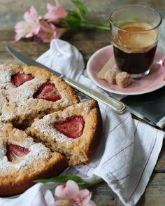 On <3 ce gâteau ricotta et fraises! De quoi bien commencer la journée! #fraichementpresse #repost : @lapetitecasserole #morning #mtlblogger #yummy #strawberry #cake #breakfast #foodielife #foodie #foodiepics #foodgasm #igfoodie #instagood #foodstagram #instafoodie #foodiegram #mtlblogger #eatmtl #mtlfoodie #foodblogger #watermelon