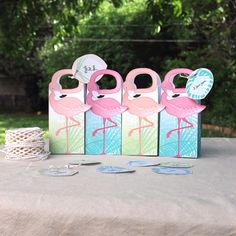 Summer party flamingo favor box ☀️