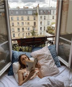 English country decor parisian apartment small bedroom, parisian apartment balcony, old parisian apartment, parisian apartment appartement parisien, jeanne damas h Japanese Apartment, Inspiration Design, Morning Inspiration, Fashion Inspiration, Yoga Inspiration, Fashion Ideas, Fashion Design, Plan Studio, Relaxation Station