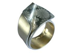Smug Designs :: Sydney Jewellery Designers – contemporary handmade jewellery - titanium and silver our specialty