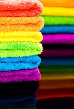 Keep a set of rainbow towels so guests can pick their favorite color. Love Rainbow, Taste The Rainbow, Over The Rainbow, Rainbow Colors, Rainbow Stuff, Rainbow Magic, Rainbow River, Rainbow City, Rainbow Things