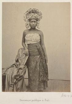 Setelah beberapa lama mengumpulkan koleksi foto-foto kuno (tempo dulu) Pulau dewata Bali, akhirnya kami merangkumnya bagi anda yang pena...