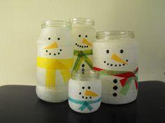 snowmen in a jar,  sneeuwmannetje van glazen potten, witte verf en stift. Sjaal van stof of papier