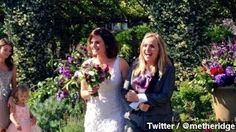 Singer Melissa Etheridge Marries 'Nurse Jackie' Creator Linda Wallem. The couple exchanged vows two days after they both celebrated their 53rd birthdays.