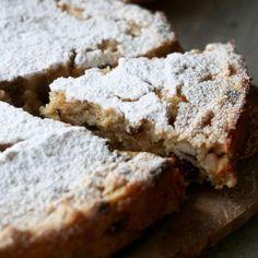 Ciasto jabłkowe według przepisu z 1910 roku Baking Recipes, Cake Recipes, Polish Recipes, Polish Food, Coffee Dessert, Fruit Snacks, Food Cakes, Cake Cookies, No Bake Cake