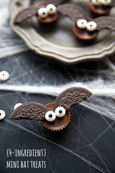 DIY Halloween Bat Bites fromChelsea's Messy Apron.Make these easy DIY Halloween Bat Bites in just a few minutes. This is a kid friendly DIY.Everything is store bought so all you have to do is put the pieces together.  For more DIY Halloween Food like edible eyeballs, snakes on a stick, grilled turtles, spiderweb cakes and devil cupcakes go here: halloweencrafts.tumblr.com/tagged/food