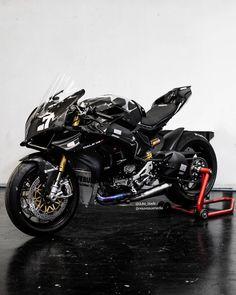 Ducati Panigale R. - Ducati Panigale R. Ducati Motorbike, Ducati Superbike, Moto Ducati, Bike Bmw, Yamaha Bikes, Yamaha R6, Honda Cb750, Moto Bike, Moto Guzzi