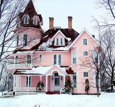 as someone who grew up in an accidentally pink house I love this post
