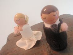 Wedding peg people.  Love the ruffle on the dress.