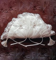 ateliersarah's ring pillow/Fan-shaped ring pillow covered with lace