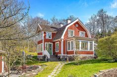 Old swedish house Swedish Cottage, Red Cottage, Cottage Plan, Cottage Style, Sweden House, Pintura Exterior, Red Houses, Second Empire, Scandinavian Home