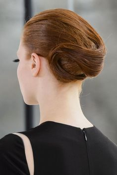 Pin for Later: Cat Eyes Are Getting a Quirky-Cool Makeover For Spring Stephane Rolland Haute Couture Spring 2015 A sculpted ponytail/updo hybrid like this one toes the line between casual and sophisticated.