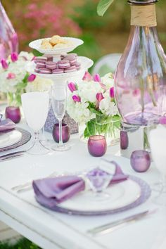 Loving the clean tabletop here. Obviously without the pink flowers.