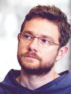 Repinning just because of that beard and hair. And glasses. Hairy nerdy Martin is a hot Martin.