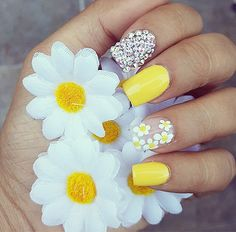 75 Cute and Trendy Nail Art Designs That You Will Love Nail Design Stiletto, Nail Design Glitter, Yellow Nails Design, Yellow Nail Art, Yellow Toe Nails, Daisy Nails, Flower Nails, Daisy Nail Art, Art D'ongles Pastel