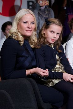 Norway's Mette-Marit and her daughter Ingrid Alexander go along to the Nobel Peace Prize ceremony. - Photo 1 | Celebrity news in hellomagazine.com