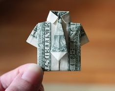 Lots of ideas for cheap handmade gifts including how to make this origami money shirt Origami Shirt, Money Origami, Dollar Origami, Fun Origami, Origami Folding, Paper Folding, Origami Paper, Origami 2018, Origami Dress