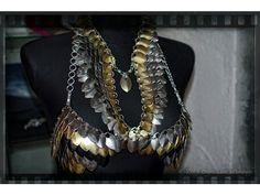Schuppen BH & Halskette ( Schuppen ) -  $205.54.