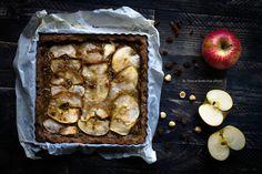 La Crostata di mele senza glutine e senza zucchero è un dolce con farina di riso e di grano saraceno ottima per colazione o merenda