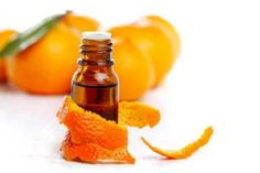 """Chegoua época de comer laranjas, tangerinas e """"largatear"""" ao sol, como falamos aqui no Rio Grande do Sul. Pensando nisso, vamosensinar vocêa como aproveitar as cascasdessas frutas para fazer óleo essencial e usufruir de suas excelentes propriedades. O óleo essencial da laranja e da tangerinaé obtido da pele destas deliciosas frutas cítrica e são muitousados […]"""
