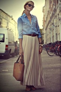 This look —a denim button shirt with waist belt and pleated skirt — is so simple but fashionable.
