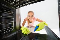 Fed up of being gassed by toxic fumes and chemicals? Try our 10 homemade oven cleaners - The best DIY Oven Cleaner Recipes Get Rid Of Boils, Numbness In Hands, Homemade Oven Cleaner, Diy Cleaners, Home Hacks, Housekeeping, Home Remedies, Cleaning, Simple
