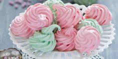 Mini Meringue, Petite Meringue, Meringue Pavlova, Cupcake Boutique, Whoopie Pies, Base, Candy Buffet, Macaroons, Celebrity Weddings