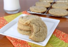 I recently saw this recipe on Two Peas and Their Pod for soft peanut butter cookies that looked delicious. These soft and tasty cookies would be perfect for Peanut Butter Cookie Recipe Soft, My Recipes, Cookie Recipes, National Cookie Day, Cookie Crisp, Cookie Brownie Bars, How To Make Cookies, How Sweet Eats, Yummy Cookies