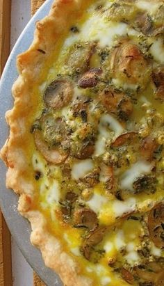 Mushroom Cheddar Quiche vegetarian recipe - Try with one of Great Midwest's flavored cheddars! Perhaps Chipotle cheddar? Breakfast Quiche, Breakfast Dishes, Breakfast Time, Breakfast Recipes, Quiche Recipes, Brunch Recipes, Dinner Recipes, Vegetarian Recipes, Cooking Recipes