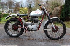 Motos Trial, Trial Bike, Classic Bikes, Royal Enfield, Dirt Bikes, Bike Design, Trials, Motorcycle, Rockers