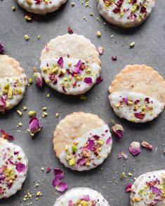Buttery shortbread cookies flavored with rose water, dipped in white chocolate and sprinkled with rose petals and pistachios. Makes 30 cookies Buttery Shortbread Cookies, Shortbread Biscuits, Cookie Flavors, Cookie Recipes, Dessert Recipes, Rose Cookies, Flower Cookies, Tea Cookies, Chocolate Cookies