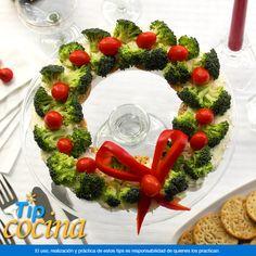Corona navideña saludable.  También tenemos ideas saludables para disfrutar en Navidad, por ejemplo, esta Corona Navideña de verduras, será el acompañamiento ideal para la cena de Noche Buena o Año Nuevo. En Walmart SIEMPRE encuentras TODO y pagas menos.