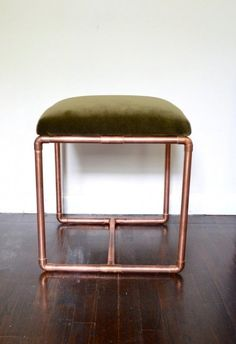 Upholstered Copper Bench Olive Velvet by BluMintShop Copper Furniture, Pipe Furniture, Furniture Projects, Furniture Design, Industrial Furniture, Copper Diy, Copper Crafts, Velvet Stool, Diy Pipe