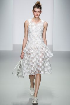 Simone Rocha Spring 2014 RTW - Review - Fashion Week - Runway, Fashion Shows and Collections - Vogue